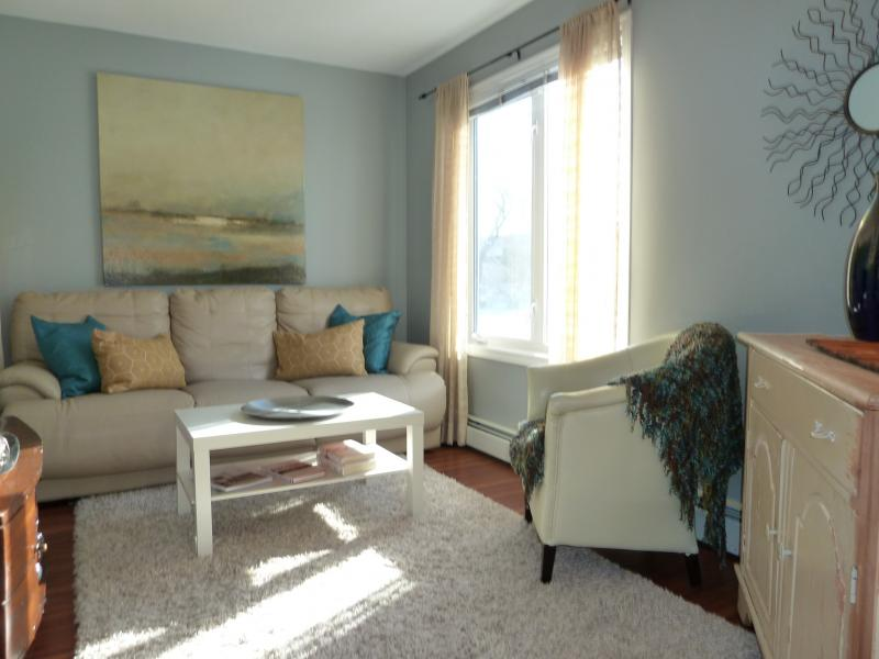 home staging in calgary by stager dory cameron ccsp. Black Bedroom Furniture Sets. Home Design Ideas